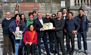 Bürgermeister Heinz Schaden mit GF Alf Altendorf, Team, Vorständen und SpenderInnen
