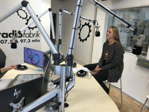 LR Andrea Klambauer - zuständig für Chancengleichheit - im Radiofabrik Studio. Foto (c) Melanie Reinhardt